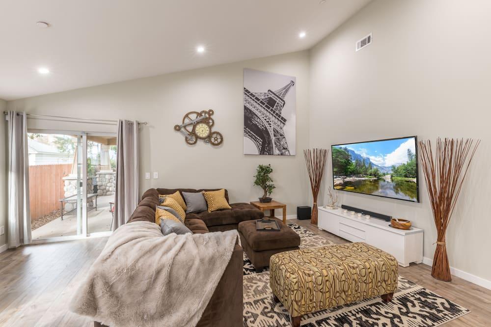 Luxury Home With Treehouse in Orange County Near Disneyland!