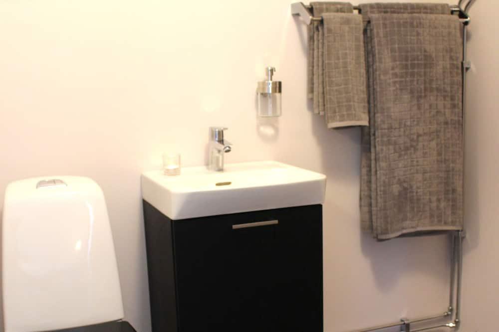Štandardná dvojlôžková izba, 2 jednolôžka - Kúpeľňa