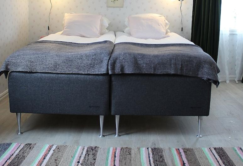 Storgatans Pensionat, Раттвик, Стандартный двухместный номер с 1 двуспальной кроватью, 2 односпальные кровати, Номер