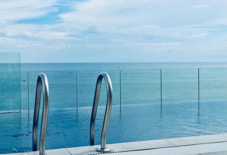 La Vogue Boutique Hotel & Casino, Sihanoukville, Pool auf dem Dach