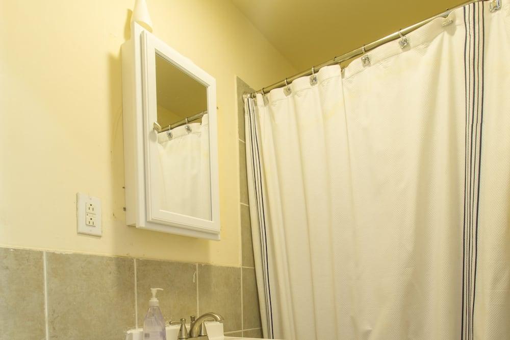Basic Apartment, 2 Bedrooms - Bathroom