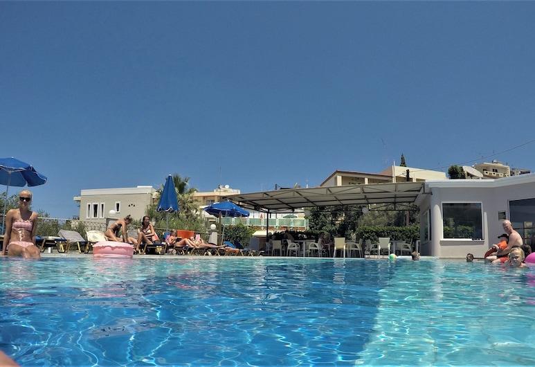 瓦魯夏基斯飯店, 普拉塔尼亞斯, 室外游泳池