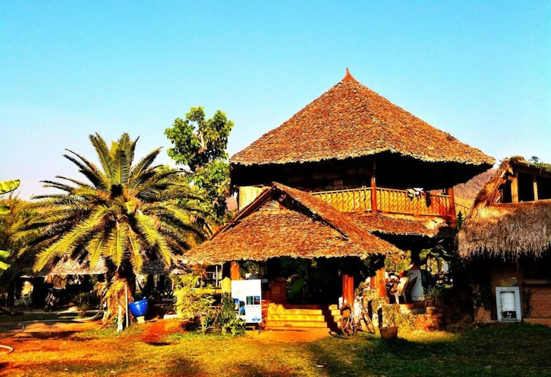 Giant House Riverside, Pai