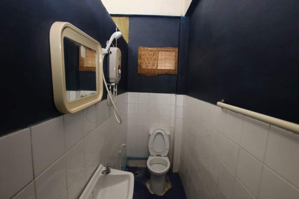 Standard Double Room with Fan - Bilik mandi