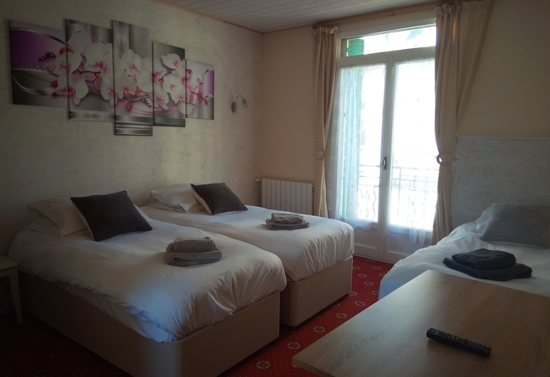 La Tour Pom'Pin, La Bourboule, Triple Room, Guest Room