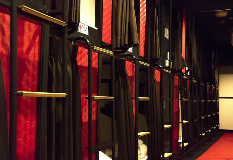 Capsule Hotel Hatagoya, Токио, Номер, только для мужчин (Capsule), Номер