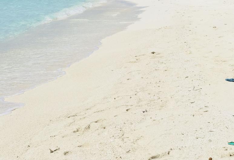 ไวท์คอรัล ราสดู, รัสดุ, ชายหาด