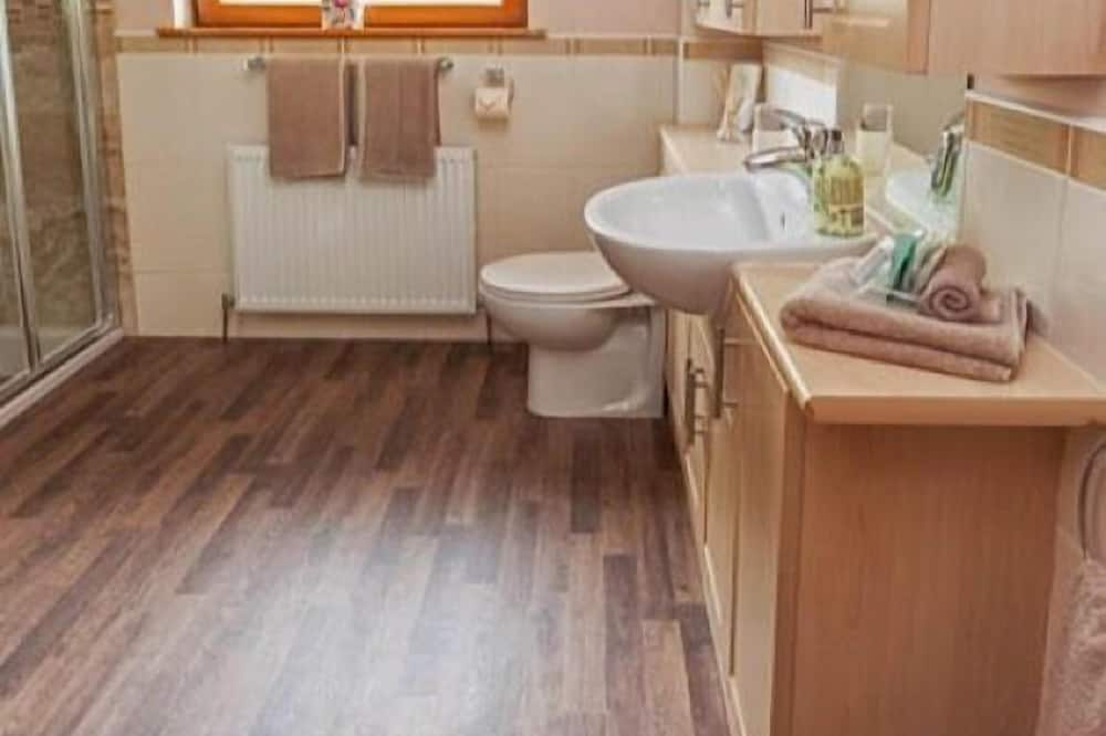 Standard Double Room (Private External Bathroom) - Bathroom