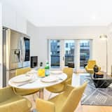 Luxury Apartment, 2 Bedrooms - In-Room Dining