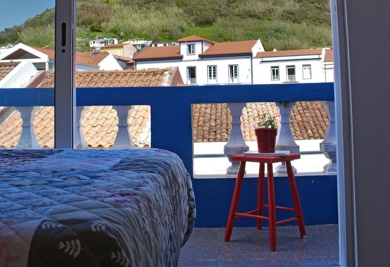 Porto Pim Guest House, Horta, Kambarys (1 dvigulė / 2 viengulės lovos), dalinis vaizdas į jūrą, Svečių kambarys