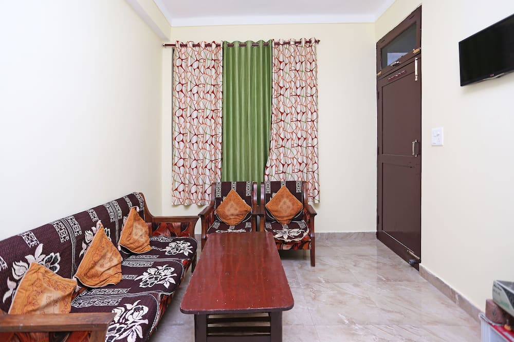 Double or Twin Room - Living Area