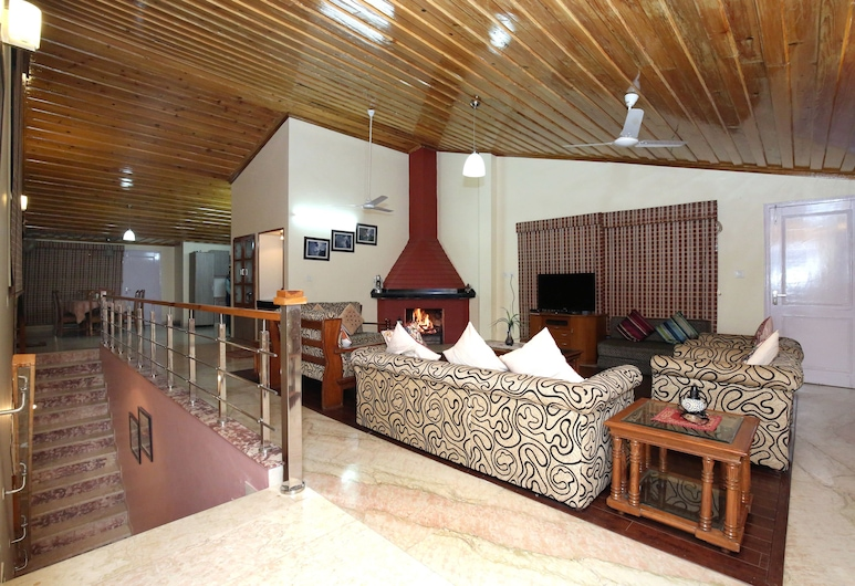 OYO 10097 Home Luxury Cottage Chail, Kandaghat, Double or Twin Room, Living Area