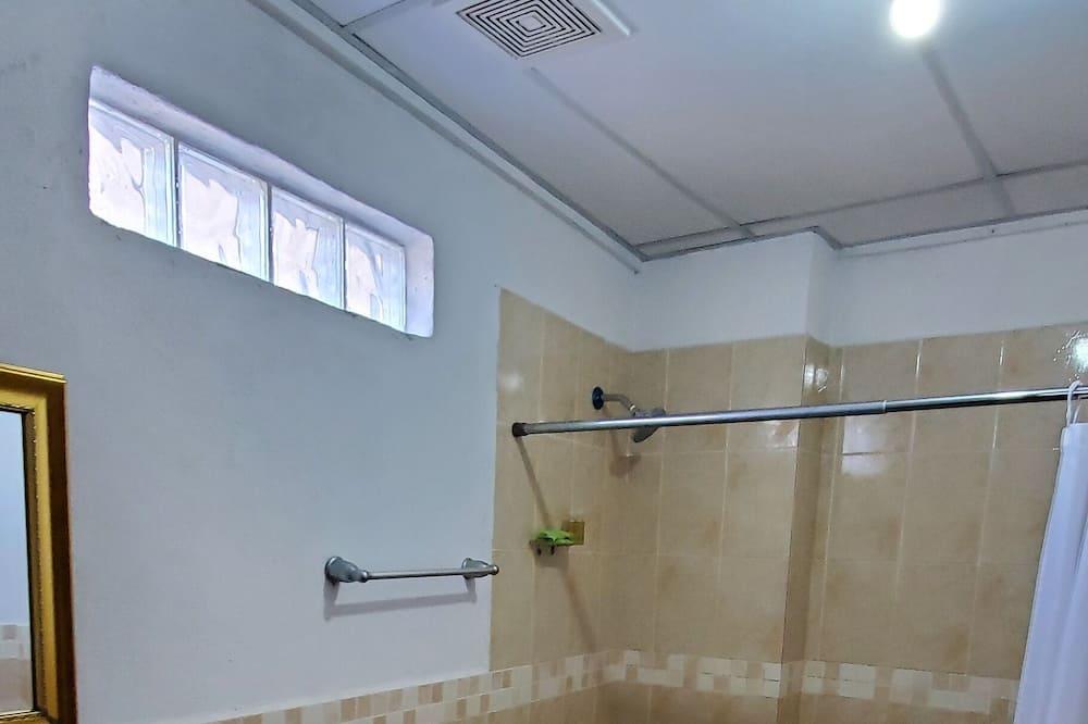 Neljän hengen huone, 2 makuuhuonetta, Tupakointi kielletty - Kylpyhuone