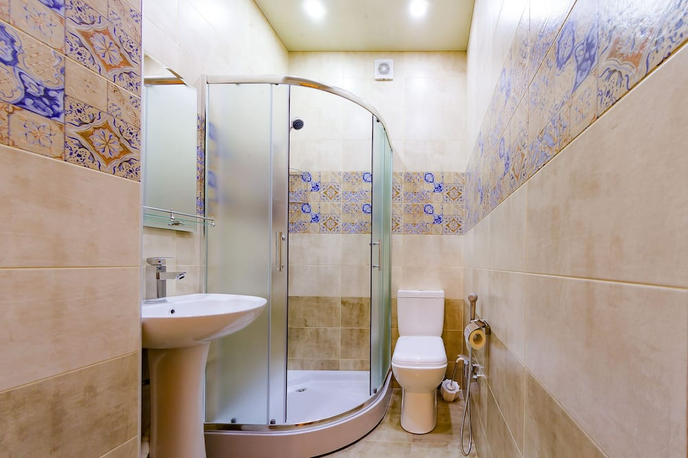 One Bed in 6-Bed Female Dormitory - Bathroom