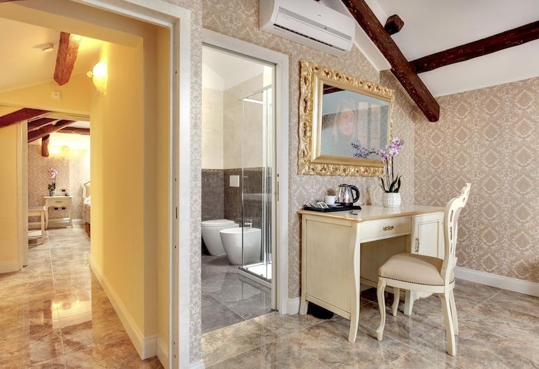 هوتل نيو ريتر, البندقية, غرفة عائلية - بحمامين (Mansard), غرفة نزلاء