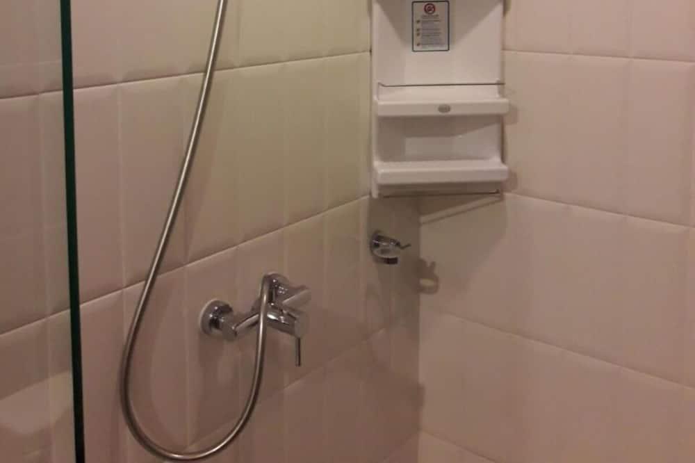 1 Bedroom Condo - מקלחת בחדר הרחצה