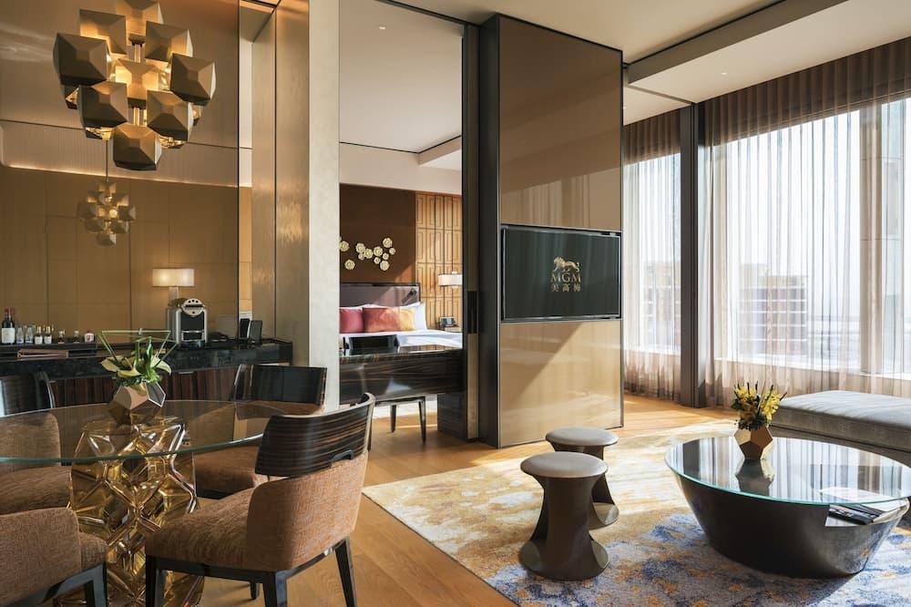 Emerald Suite - Living Room