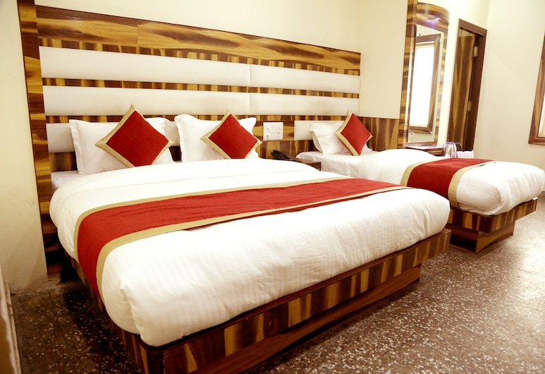 Hotel Pink City, New Delhi, Deluxe Triple Room, Multiple Beds, Guest Room View