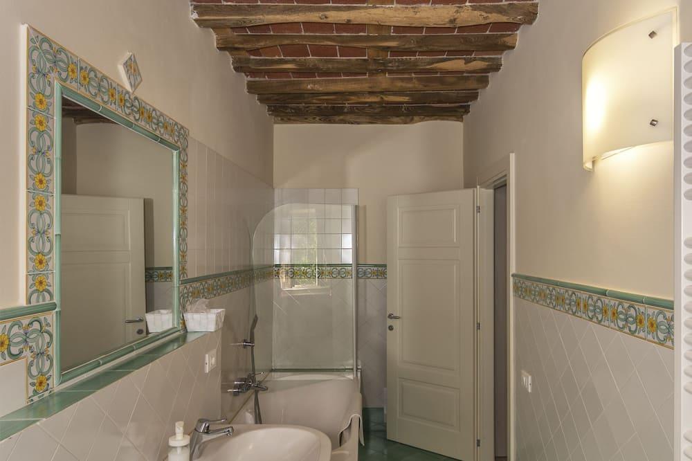 Chambre Confort Double ou avec lits jumeaux, salle de bains attenante - Salle de bain