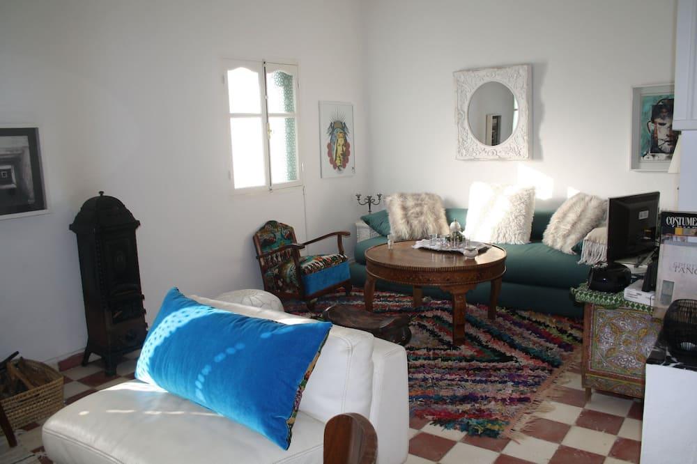 Design House, 3 Bedrooms - Living Room