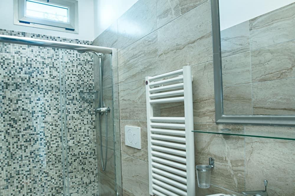 Kolmen hengen huone, Parveke - Kylpyhuone