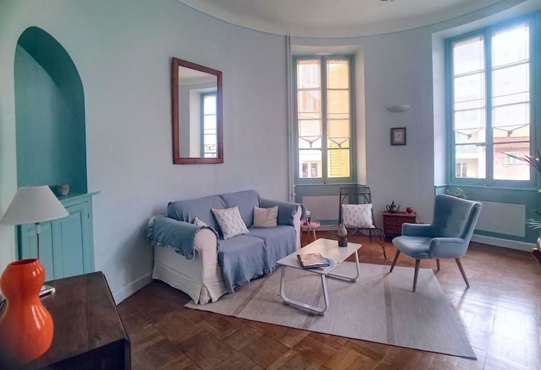 """L'Artiste Rotonde"" by Nestor&Jeeves, Nice, Appartement Confort, 2 chambres, Coin séjour"
