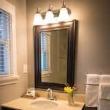 Suite Deluks, 2 kamar tidur, dapur - Kamar mandi