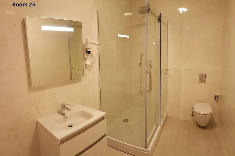 Dvojlôžková izba typu Deluxe, 1 extra veľké dvojlôžko, výhľad na mesto - Kúpeľňa