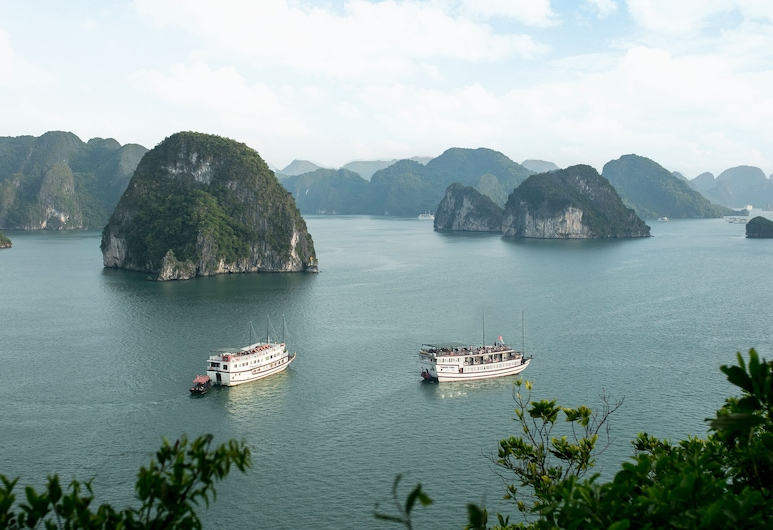 Halong Majestic Legend Cruise, Ha Long