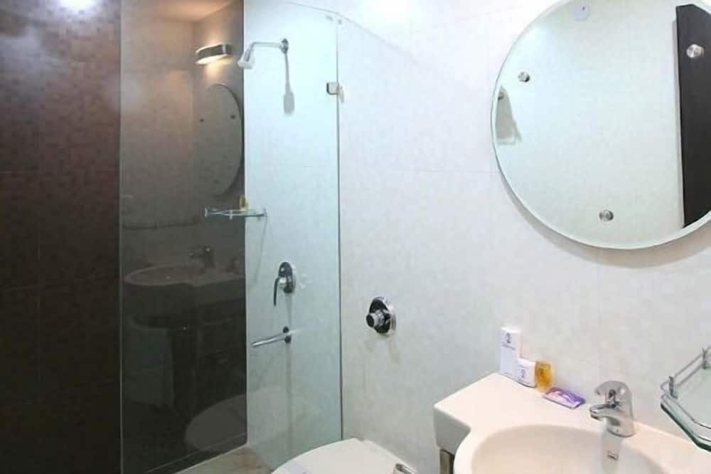 Double or Twin Room, 1 Bedroom, City View - Bathroom