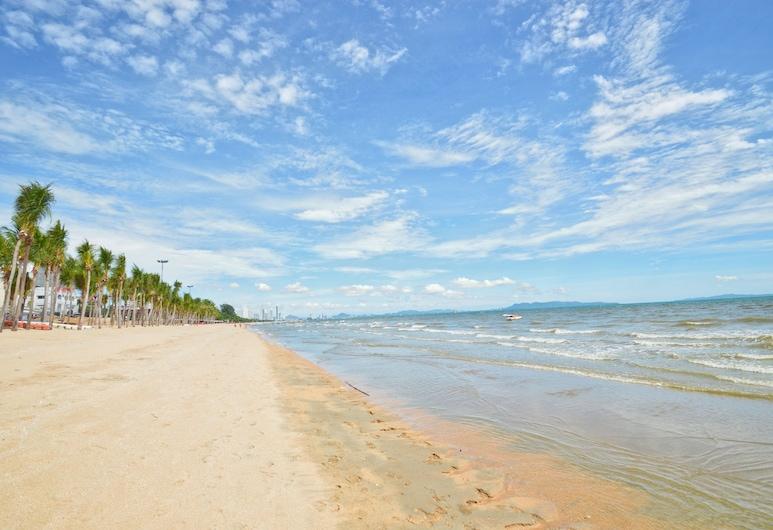 جراند أدام بول فيلا, باتايا, الشاطئ