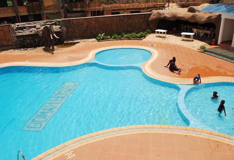 بوما هوتل ليميتيد, جولو, حمّام سباحة خارجي