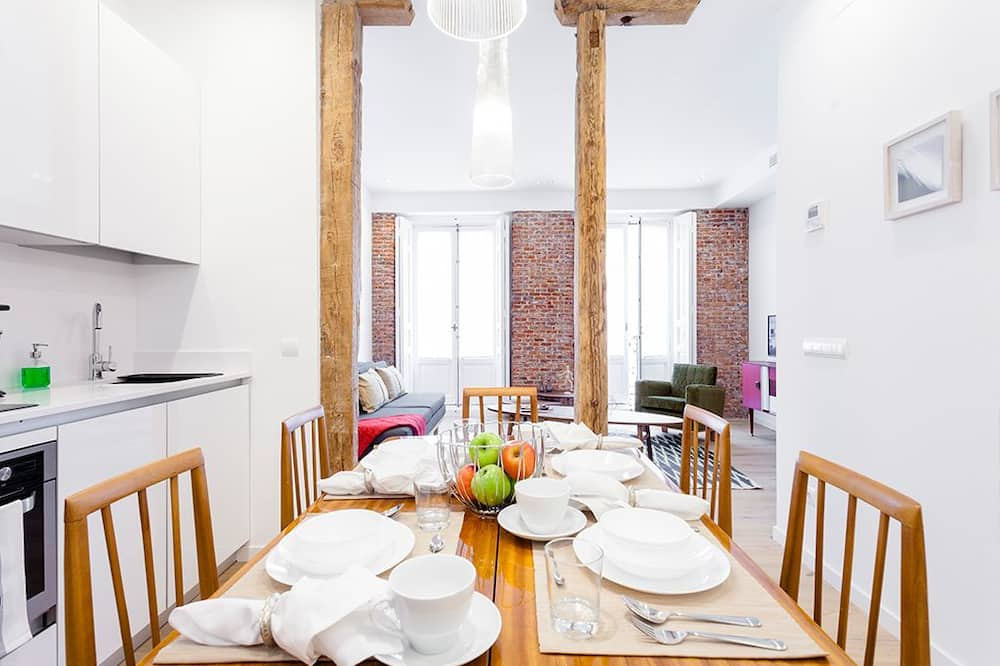 شقة مريحة - غرفة نوم واحدة - بشرفة - منظر للمدينة - تناول الطعام داخل الغرفة
