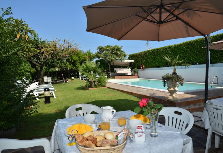 Camere da Mirella, Lazise, Γεύματα σε εξωτερικό χώρο