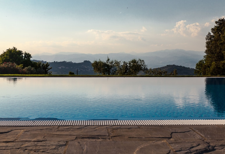 Tenuta Di Artimino Hotel, Carmignano, Alberca infinita