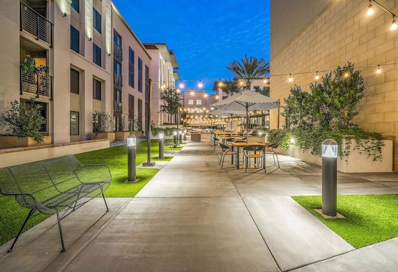 Luxury Apartments by WanderJaunt, Phoenix