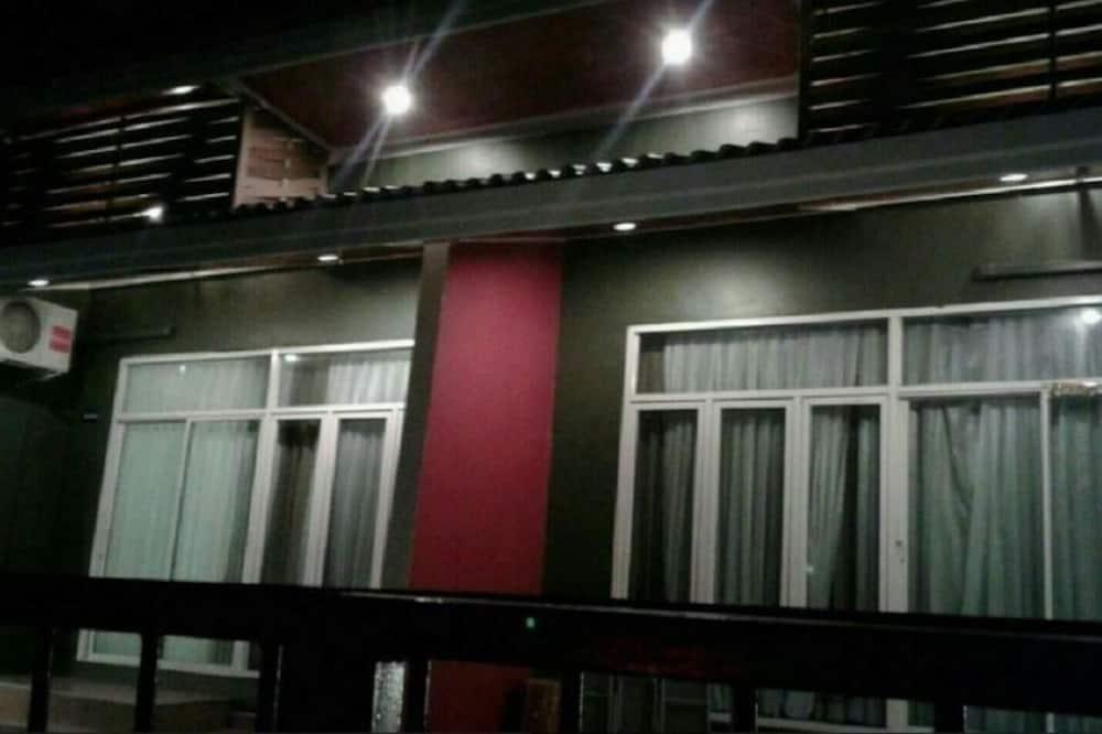 Wongsuwan Pool Villa 1 (2 bedrooms) - Ban công