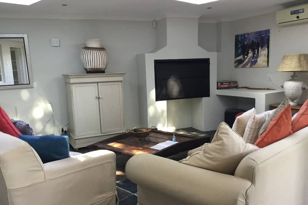 Family Apartment, 1 Bedroom, Kitchen, Partial Ocean View - Living Area
