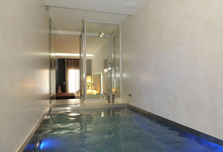 Gaudint Barcelona suites, Barcelona, Suite, 1 Bedroom (Breakfast Included), Deep Soaking Bathtub
