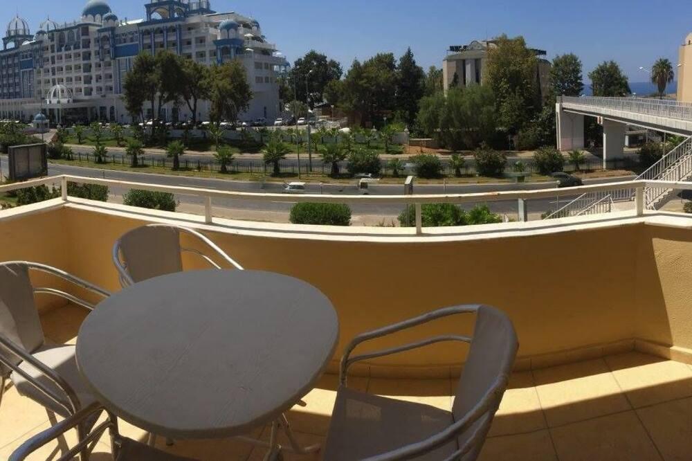 Стандартный двухместный номер с 1 двуспальной кроватью - Балкон