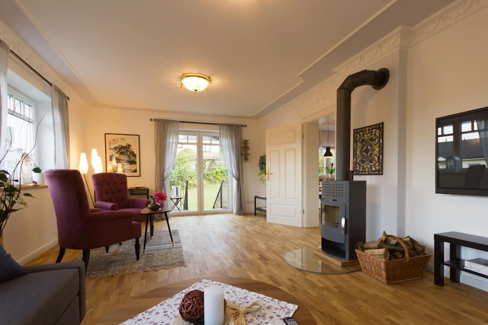 Condo, 3 Bedrooms, Balcony, Ground Floor (Flat 1) - Living Room