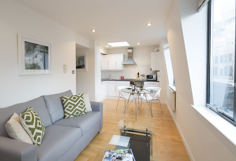 Q Monument One, London, Executive Studio, 1 Double Bed, Kitchen, Living Area