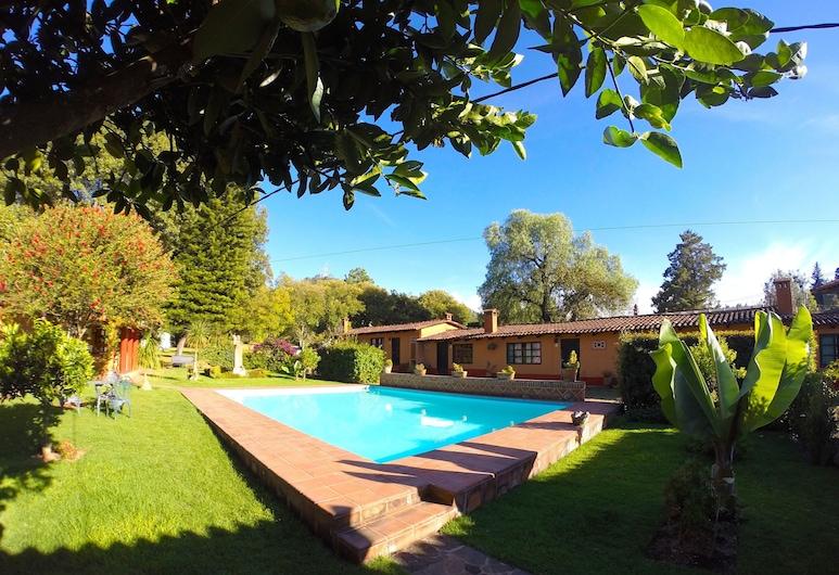 Villa Patzcuaro Garden Hotel & RV Park, Patzcuaro, Venkovní bazén