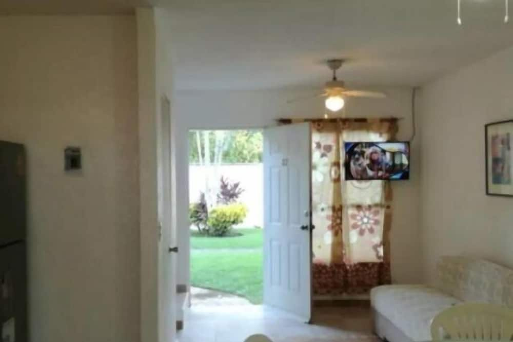 Family Townhome, 3 Bedrooms - Living Area