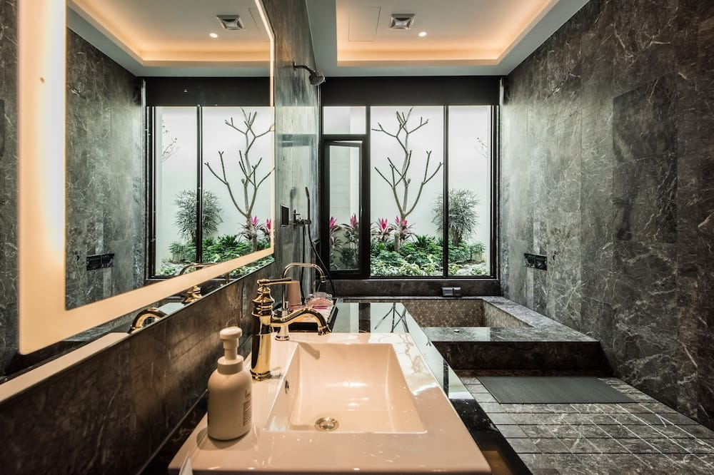 Superior Double Room (Check-in After 10:00 PM) - Bathroom