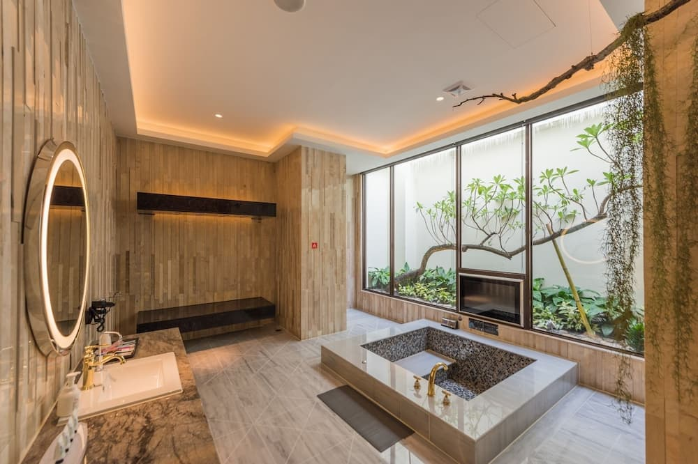 Executive Suite (Check-in After 8:00 PM) - Bathroom