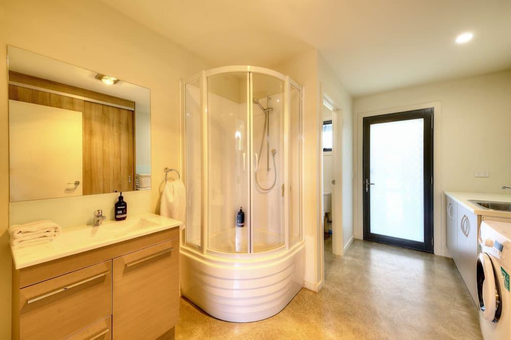 Deluxe House, 2 Bedrooms, Sea View, Oceanfront - Bathroom