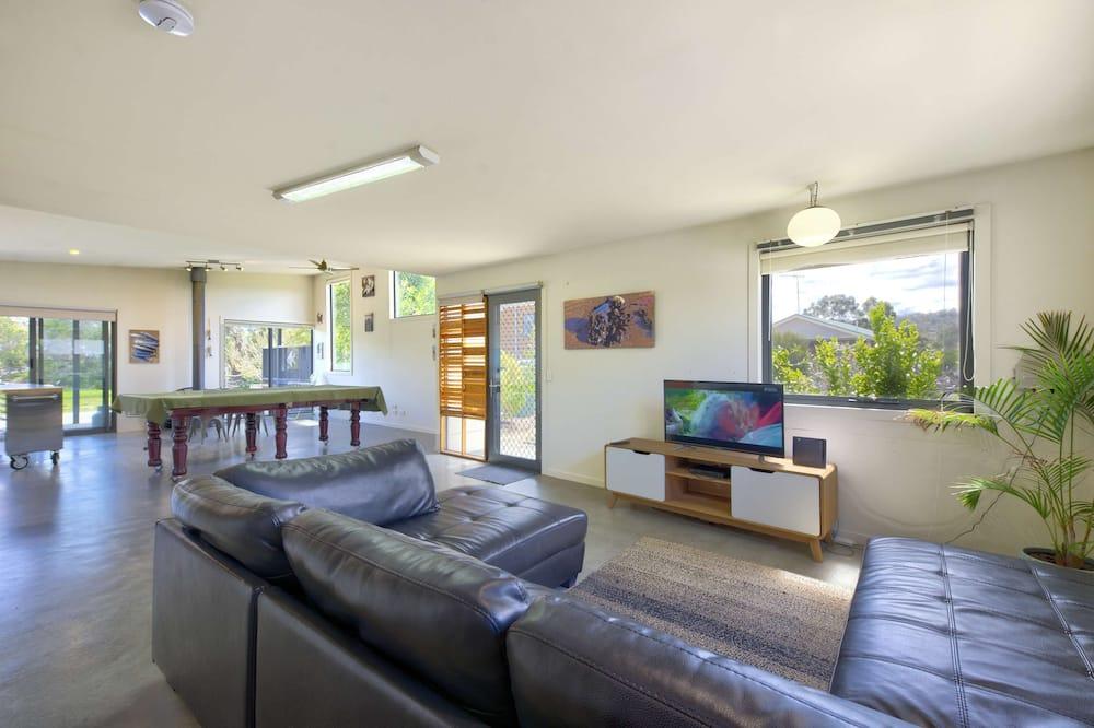 Deluxe House, 2 Bedrooms, Sea View, Oceanfront - Living Room