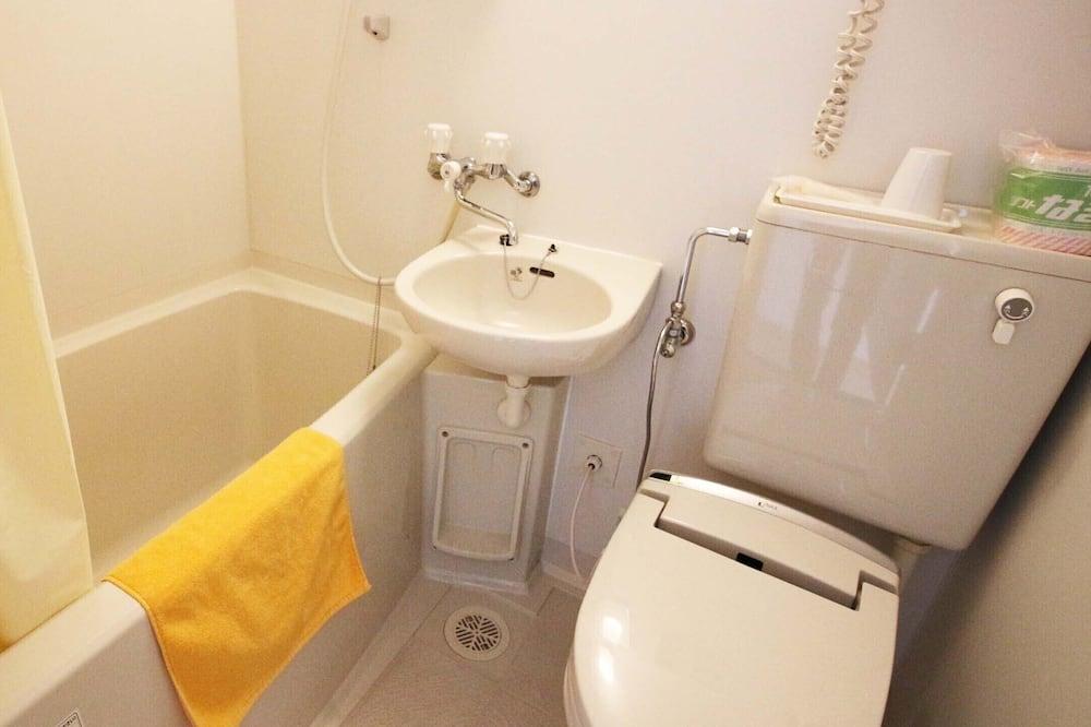 Basic Twin Room, Smoking - Bathroom