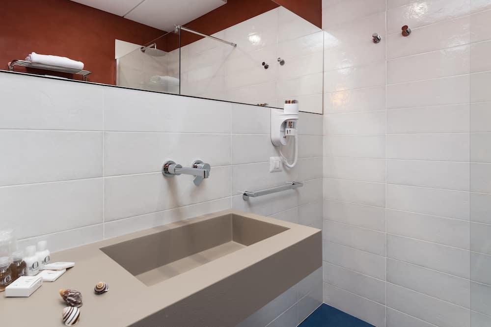 Pokoj Superior s dvojlůžkem nebo dvěma jednolůžky, balkon - Koupelna